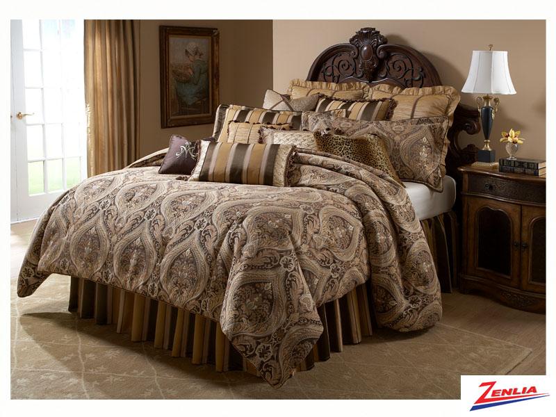 Lucer Comforter Set