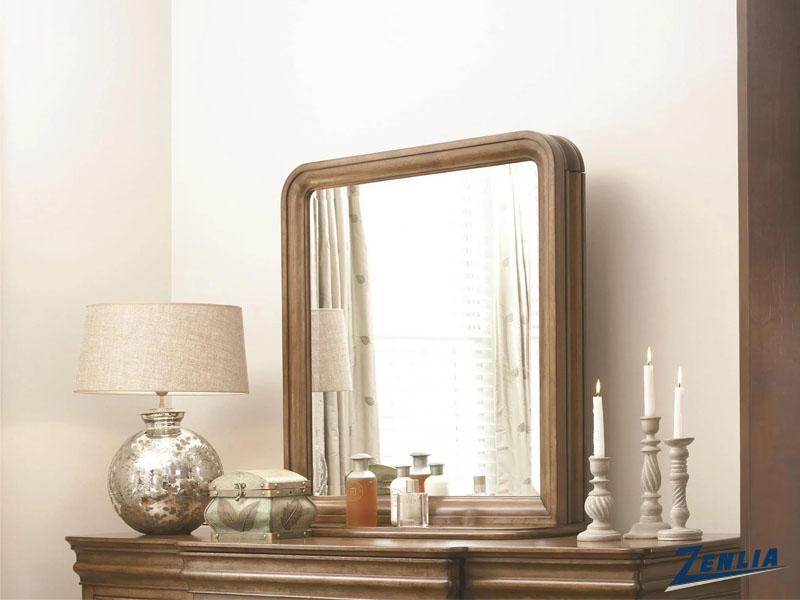 loui-mirror-image